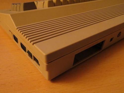 Commodore 64 C - Rückseite 1