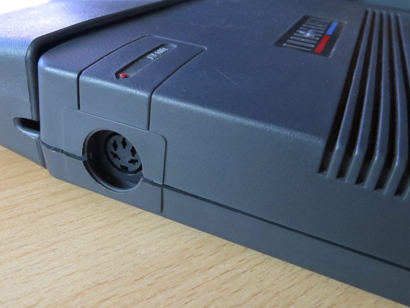 TurboGrafx-16-Anschluss-seitlich