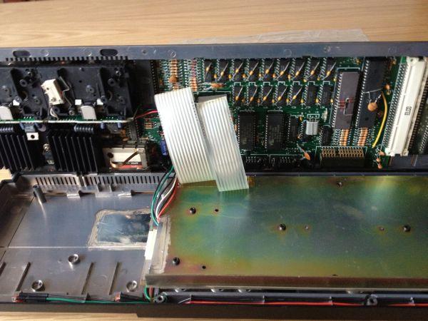 Sinclair QL - Tastatur Membrane - Anschlüsse vom Mainboard entfernen