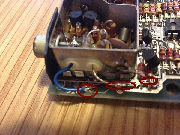 blauer Draht für die Composite Leitung - verbunden mit dem Innenleiter der Videobuchse