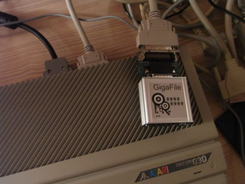GigaFile mit SCSI-Adapter am Atari Falcon