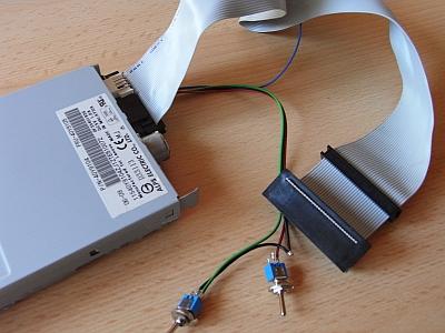 externes Laufwerk mit Kabel und Schalter