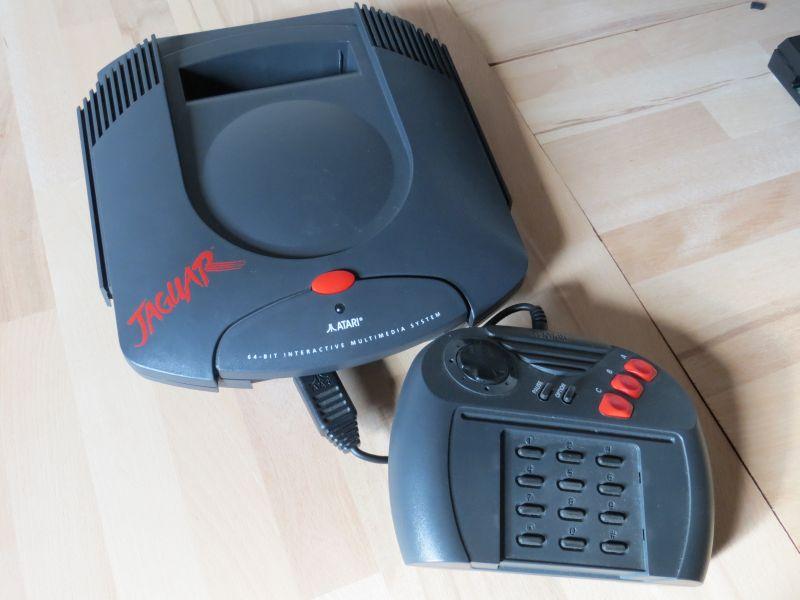 Atari Jaguar mit Controller