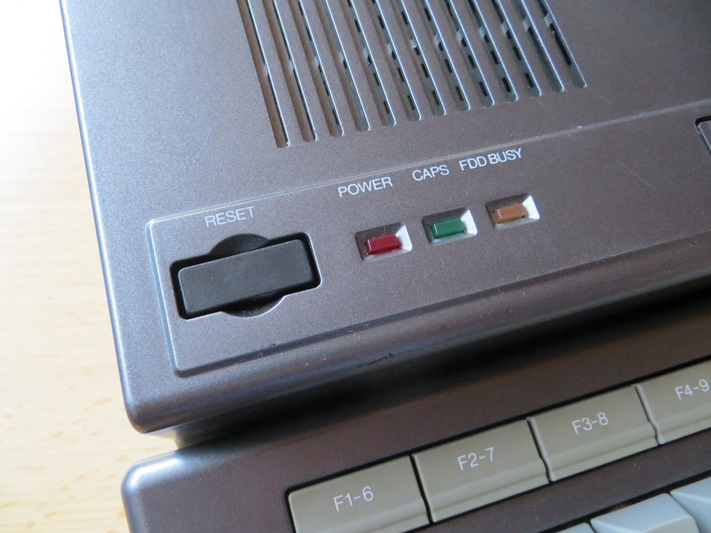 Philips VG-8235 Reset-Taster und Betriebs LEDs