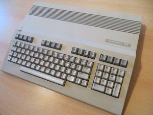 Commodore 128 - seitlich